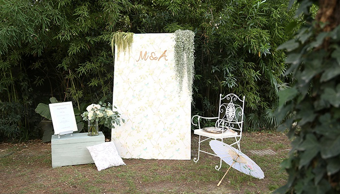 Homemade Outdoor Photobooth for Wedding