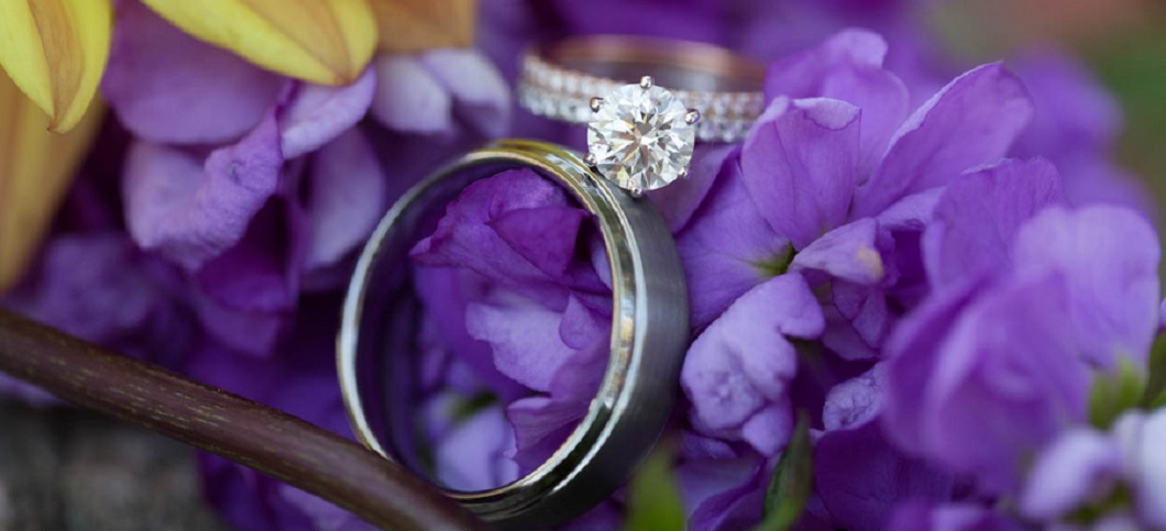 Round diamond engagement ring with double diamond band