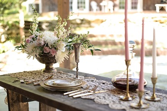 Vintage Downtown Abby themed wedding reception table scape
