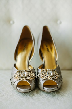 Bride wearing silber peep toe heels with rhinestone clasp
