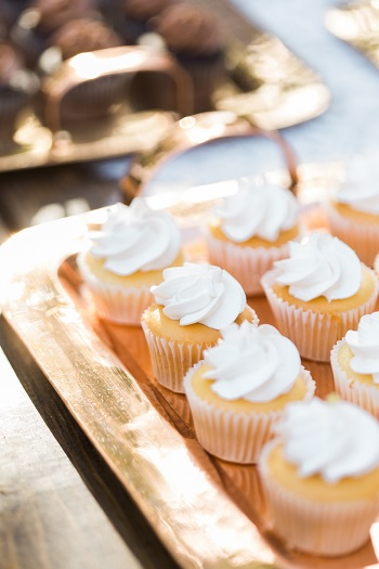 mini vanilla cupcakes for Brander Vineyards wedding reception
