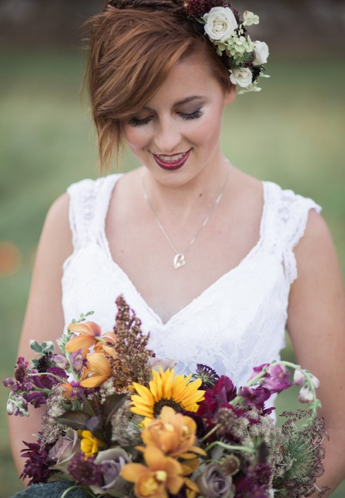bride-with-colorful-bouquet