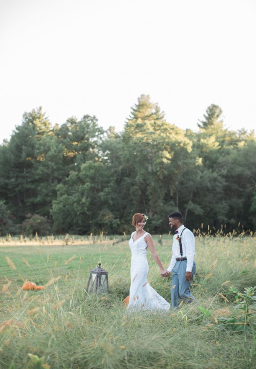couple-in-grass-field-with-giant-lantern