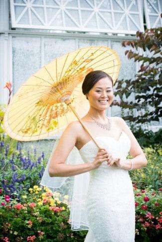 Asian bride holding a paper parosol