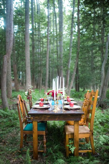 snow-white-styled-shoot-tablescape-in-forest