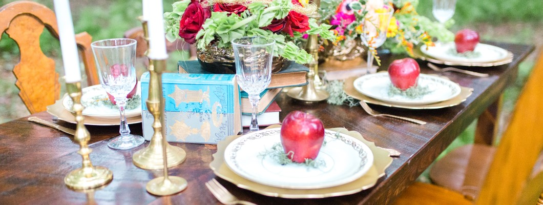 snow-white-styled-wedding-table-scape