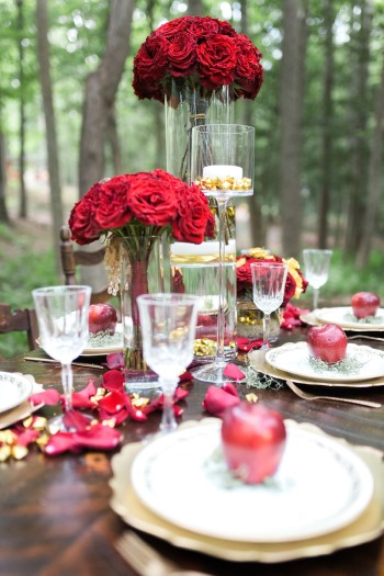 tablescape-with-red-apples-on-plates-and-red-flowers
