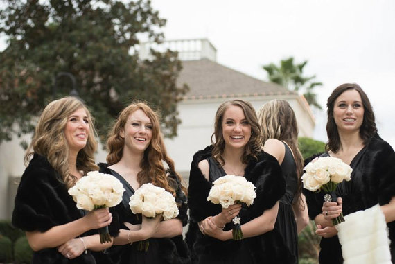 8-bridal-bridesmaids-wearing-faux-fur-shawls
