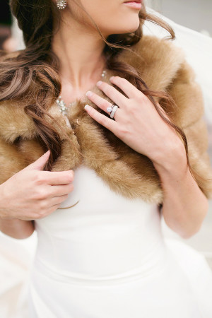 bride-wearing-fur-stole-for-bridal-attire