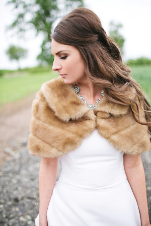 fur-stole-for-bridal-attire
