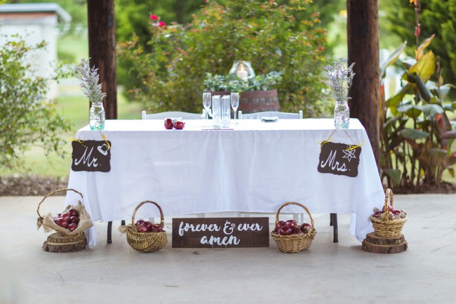 head table with baskets of apples