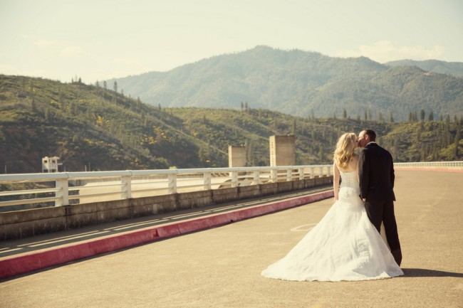 wedding at shasta dam
