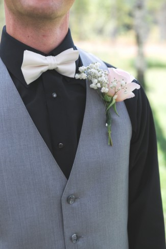 babys breath and pink rose boutonniere