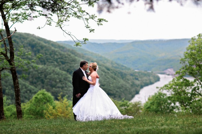 newlyweds with vista view