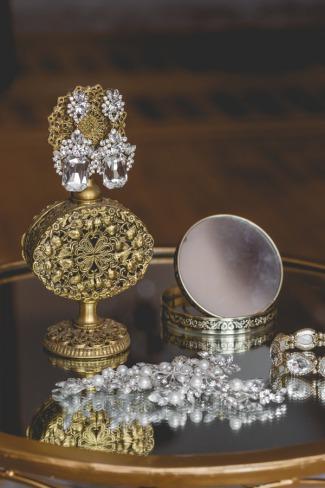 vintage looking jewelry
