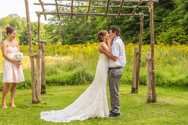 newlyweds kiss at alter
