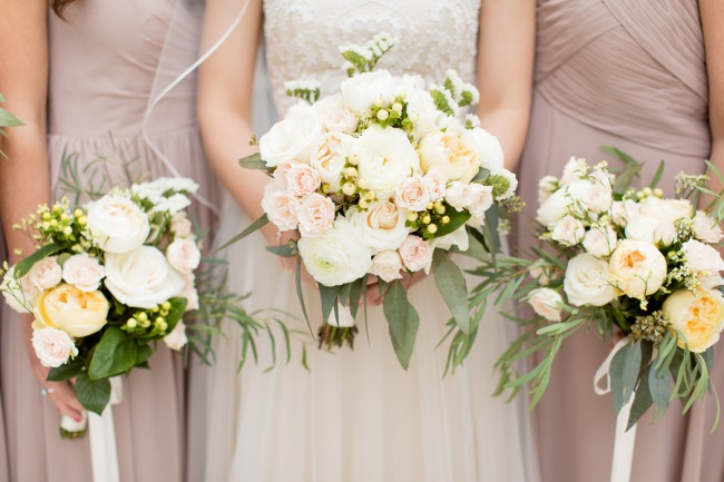 bride bouquet with bridesmaids