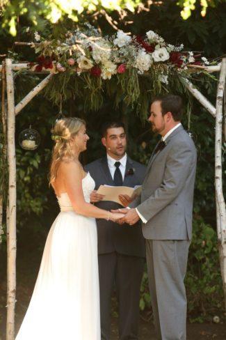saying vows at alter