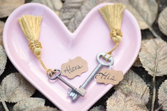 keys on heart shape dish
