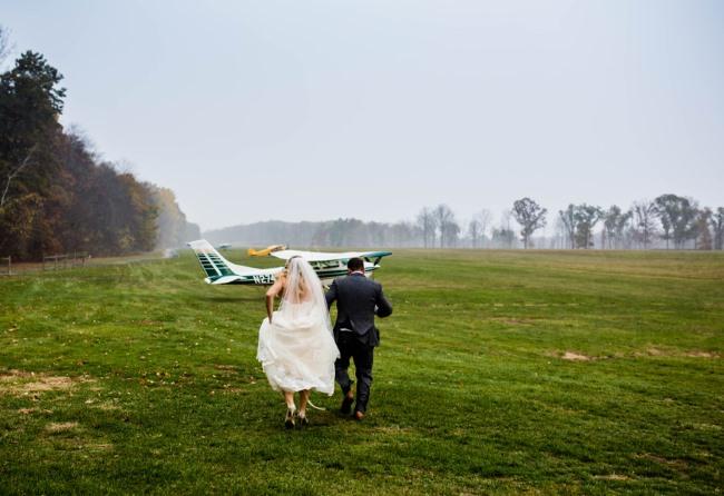 newlyweds run to airplane