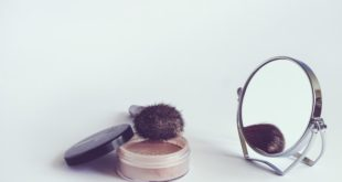 matte foundation makeup brush with rear view mirror