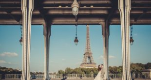 newlyweds in Paris with Eiffel Tower
