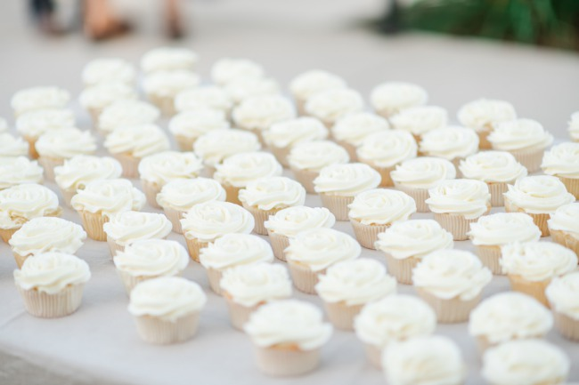 cupcakes in a row