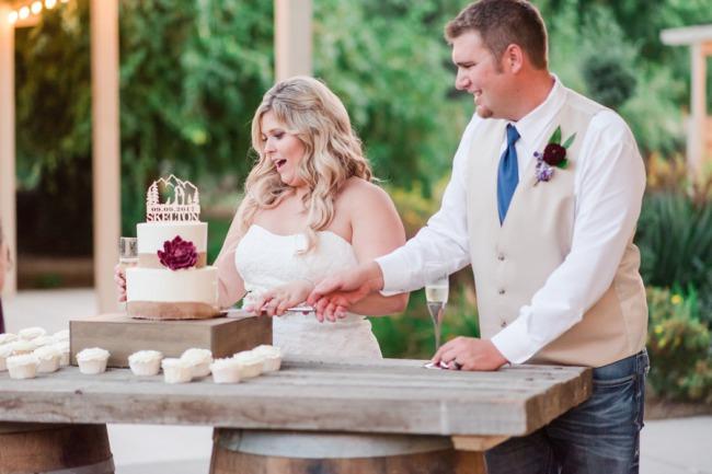 newlyweds cut the cake