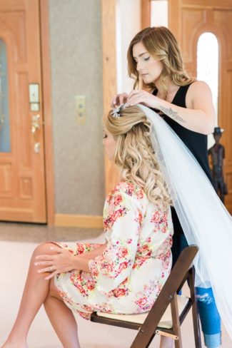 bride getting veil put into her hair