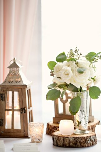 white roses on wood round centerpiece