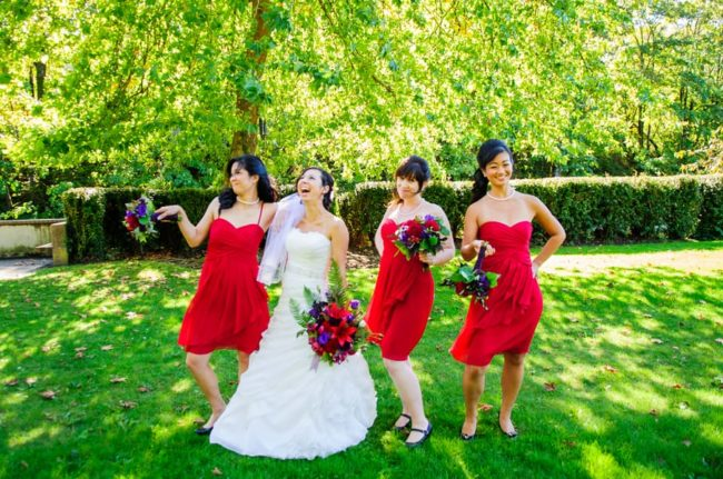 bridal-party-wearing-red-knee-length-dresses