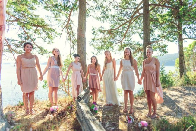 casual-bridal-party-in-mismatched-pink-dresses