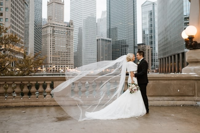 Winter newlyweds with Chicago skyline