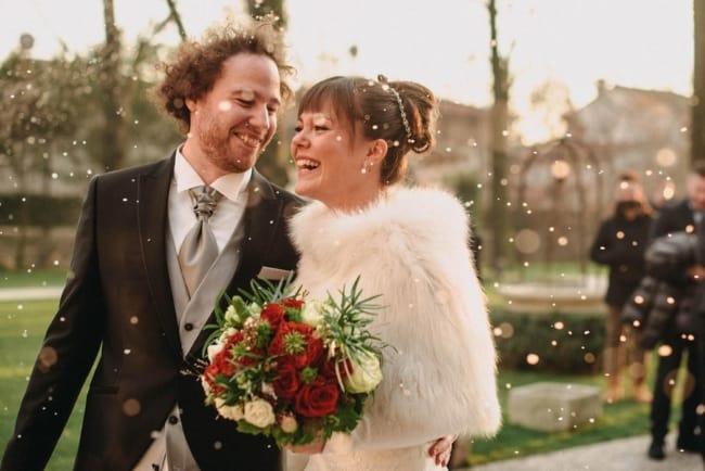bride-groom-laughter-confetti