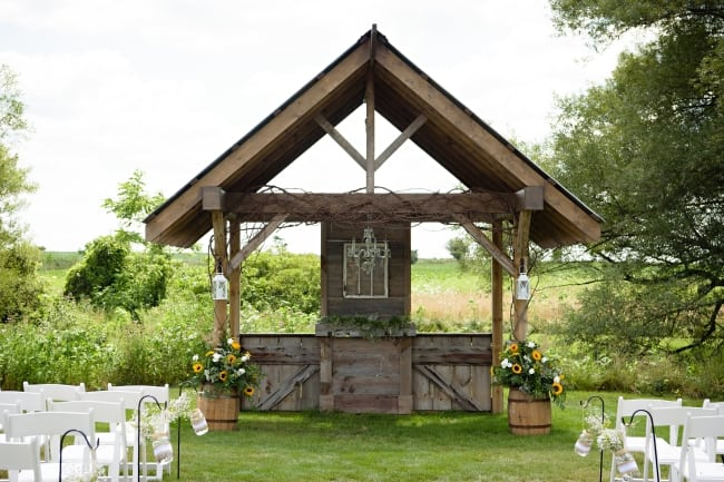 Country Rustic Summertime Wedding in Canada hero feature