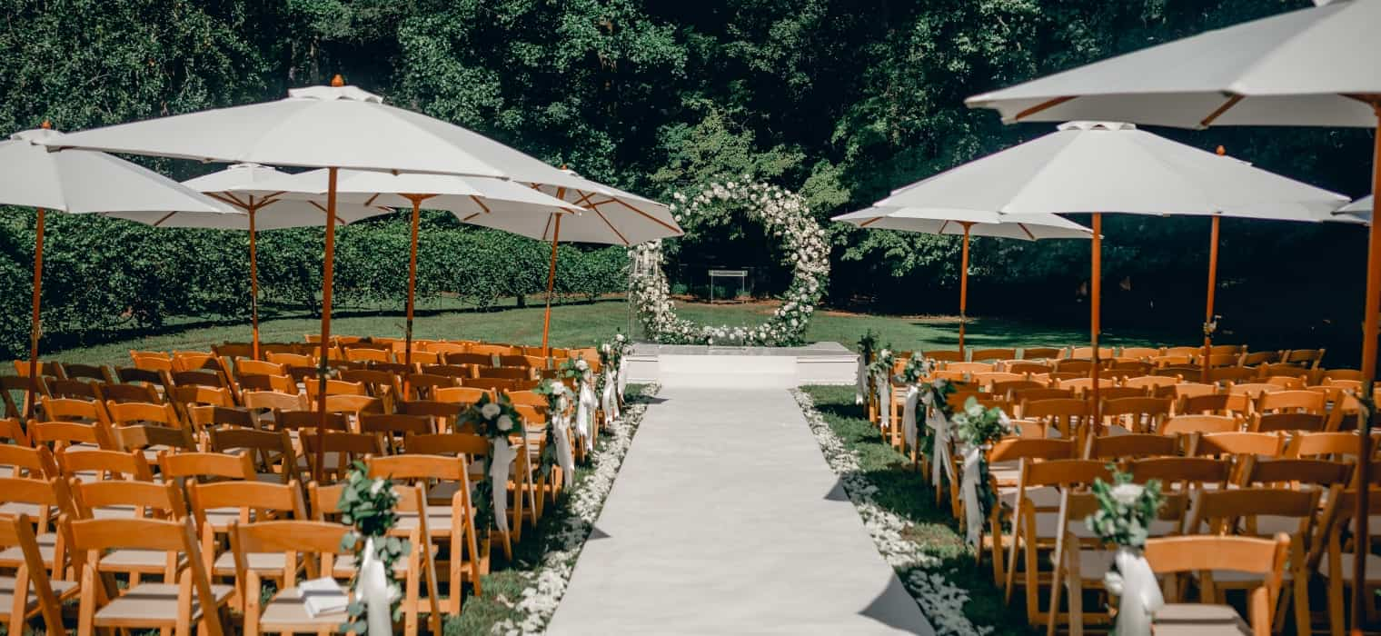 Dreamy & Romantic Wedding with Flower Moon Gate hero