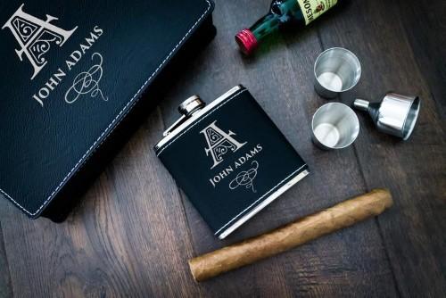 Leather flask gift set for groomsmen