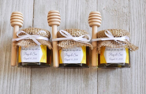 mini honey jars with burlap and wooden dippers