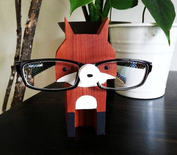 fox shaped eyeglass stand with eyeglass