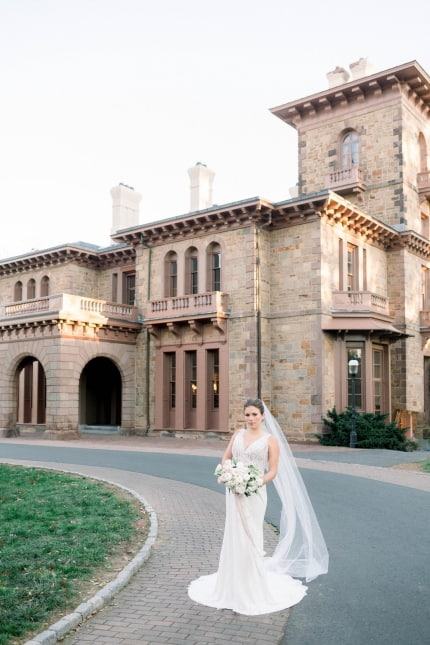 bride in front of prospect house at princeton university