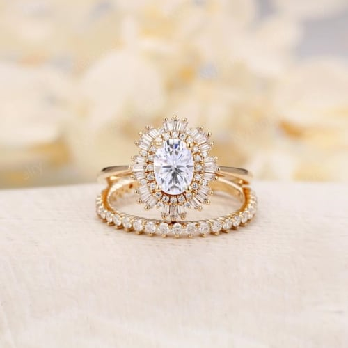 Oval Cut Moissanite Engagement Ring